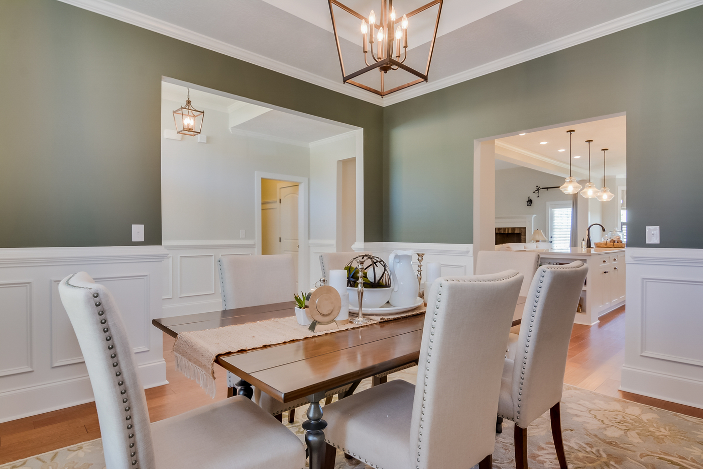 An image of formal dining room in Greggs Mill.