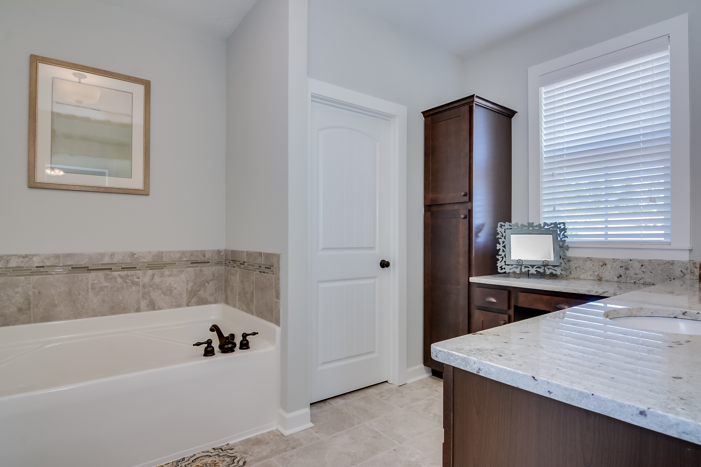 An image of master bathroom at Greggs Mill.