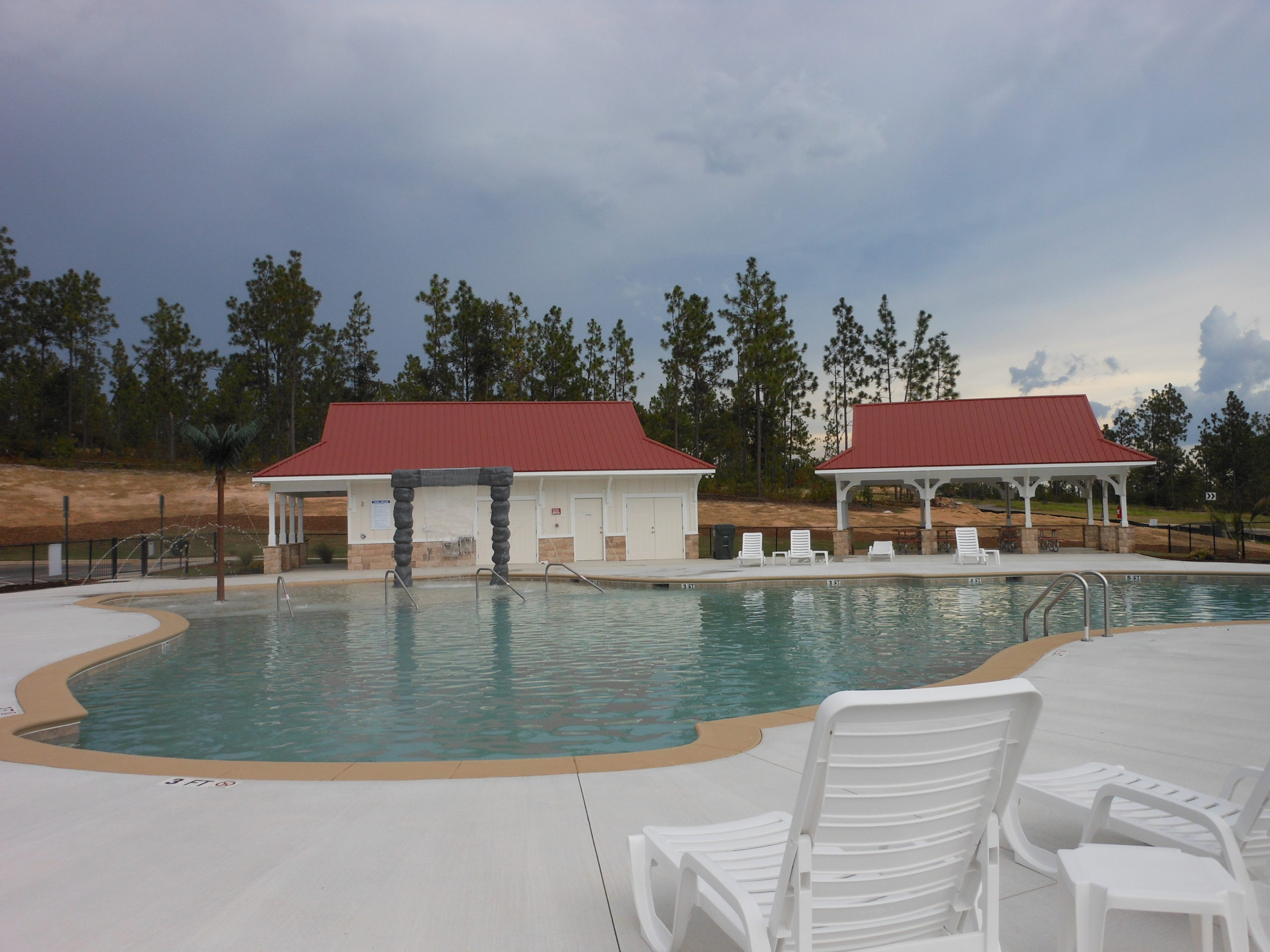 An image of the pool with kid area at Gregg Mill.
