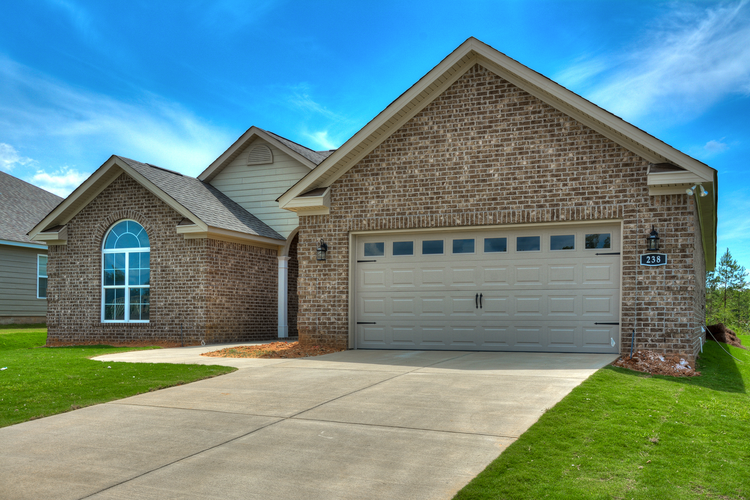 An image of the front of the home with garage in Kelarie.