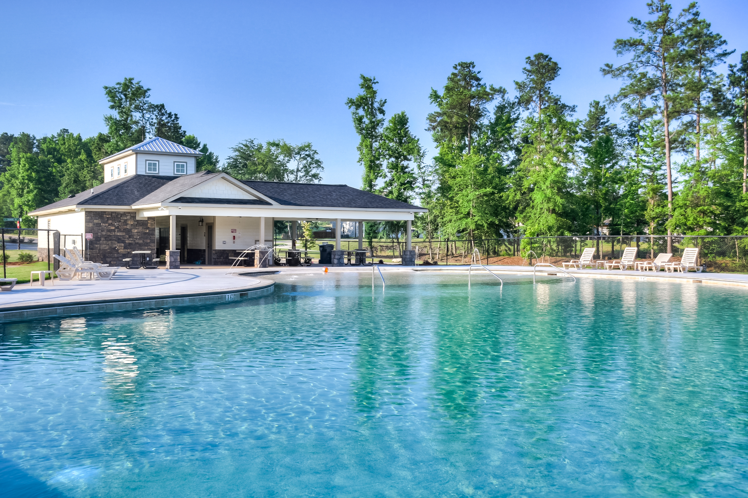 An image of the pool house at Kelarie.