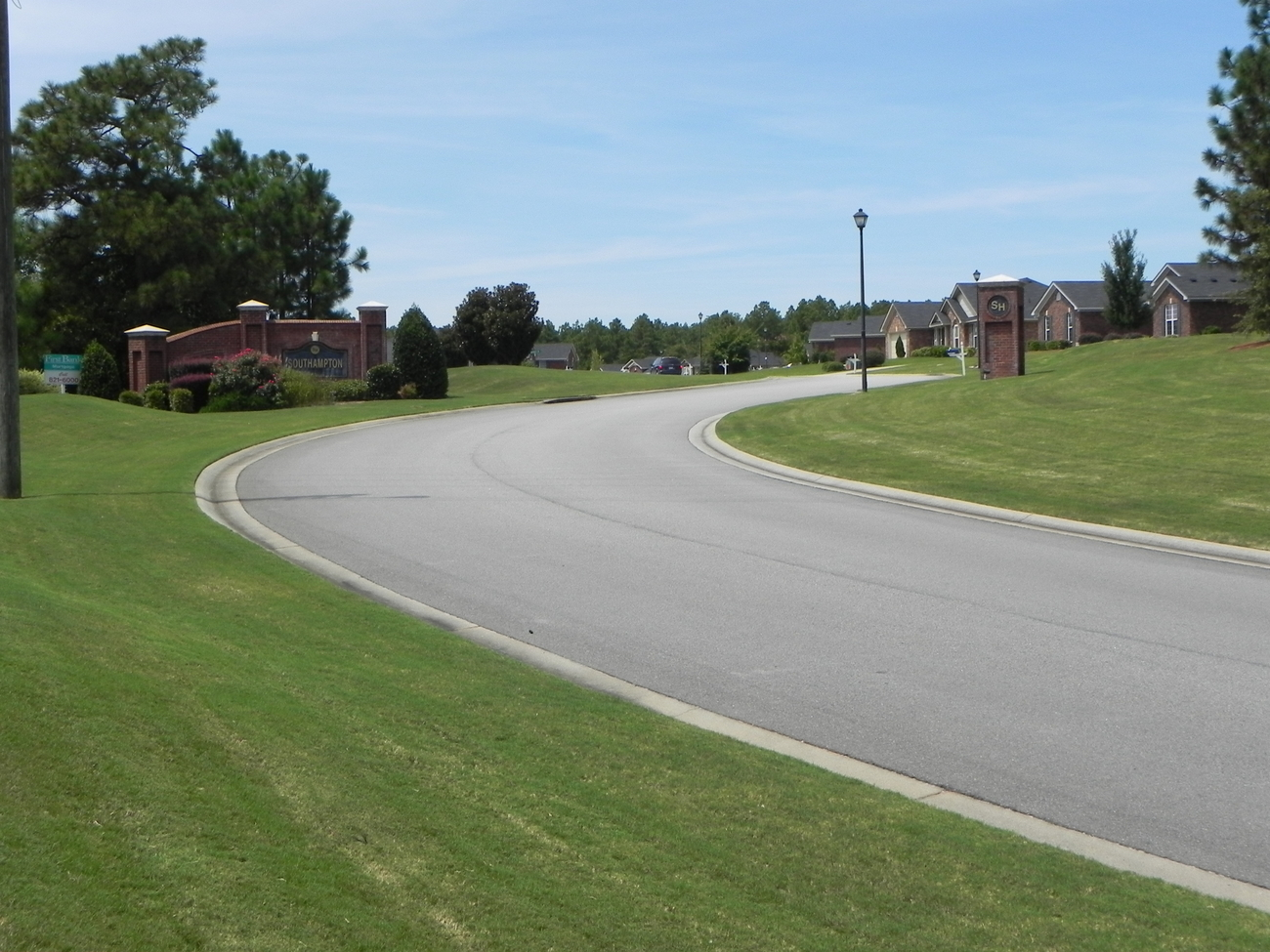 An image of the roadway to the Southhampton front entrance.