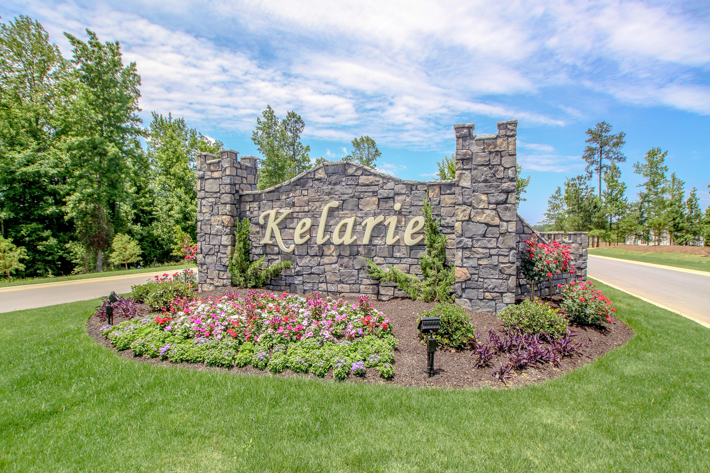 A image of the front entrance of Kelarie stone sign.