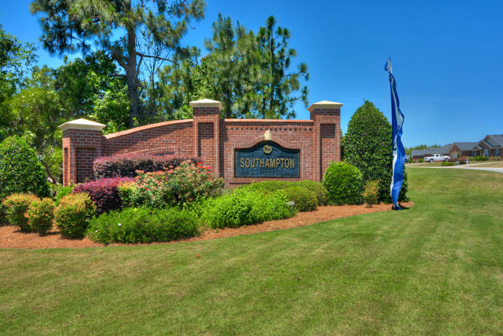 An image of the front entrance of SouthHampton neighborhood sign.